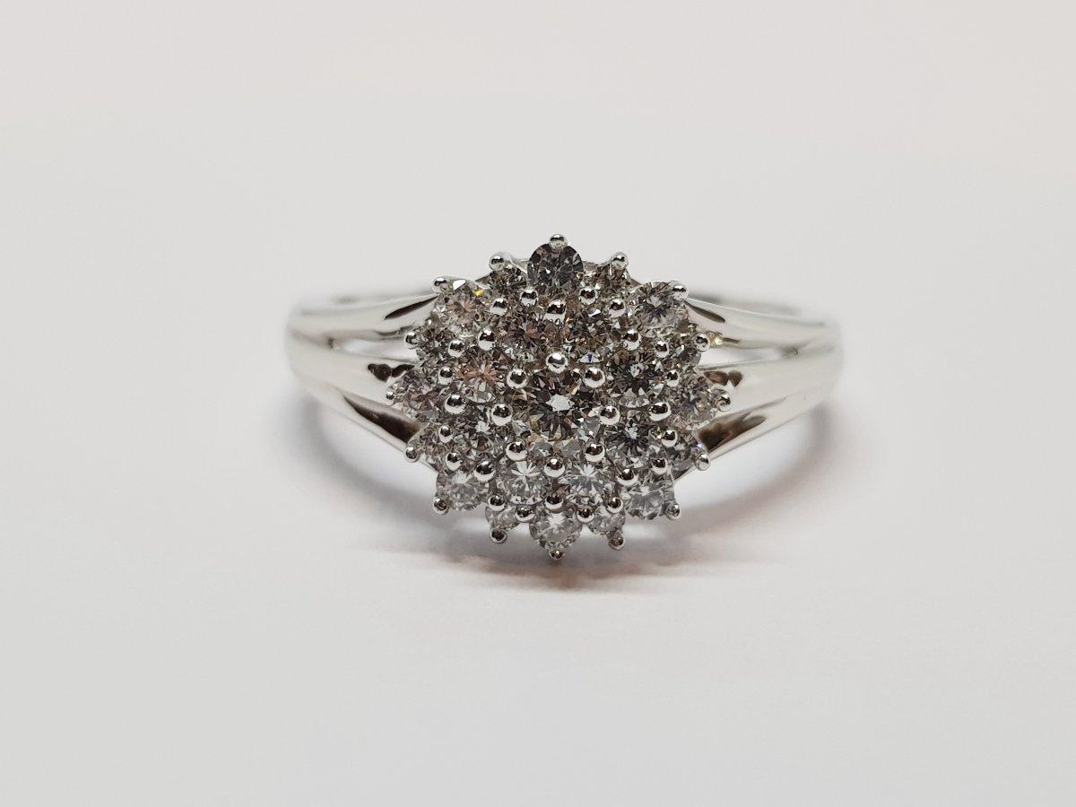 Bague Fleur Diamants 0.52 Carat En Or Blanc 18 Carats 750/1000 3.26 Grammes