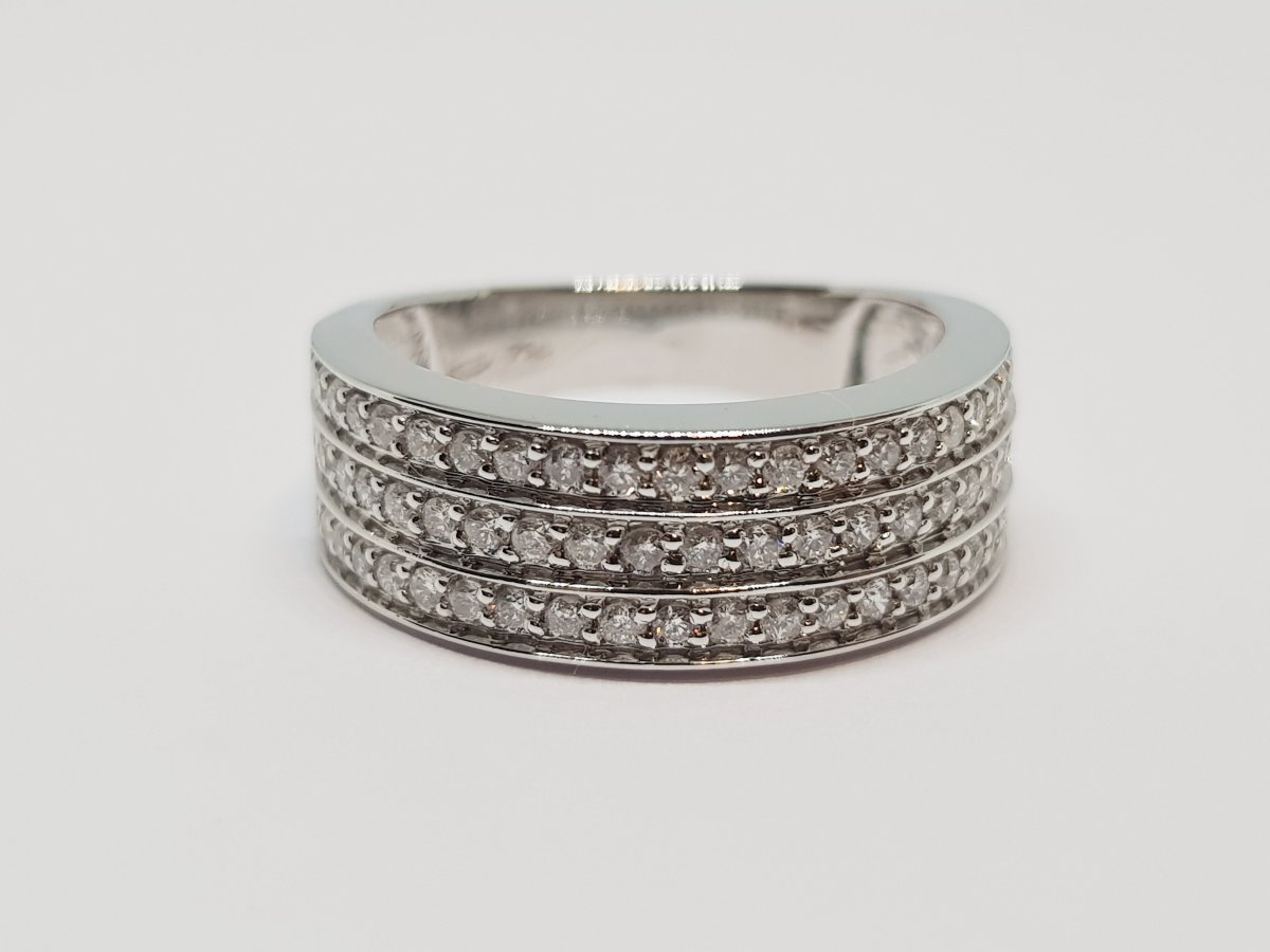 0.66 Carat Diamond Ring In 18k White Gold 750/1000 5.83 Grams