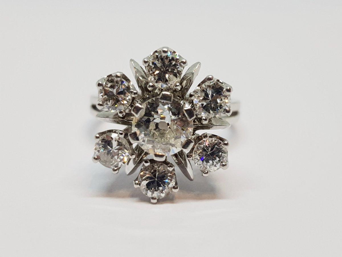 Bague Fleur Ancienne 7 Diamants 1.40 Carat En Or Blanc 18 Carats 750/1000 4.78 Grammes