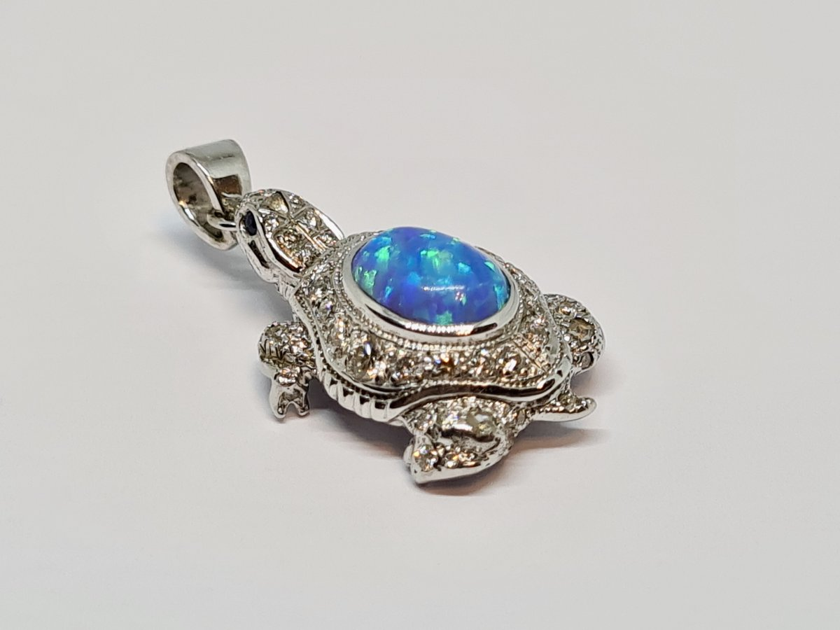 Pendentif Tortue Opale & Diamants 0.60 Carat Or Blanc 18 Carats 750/1000 7.34 Grammes