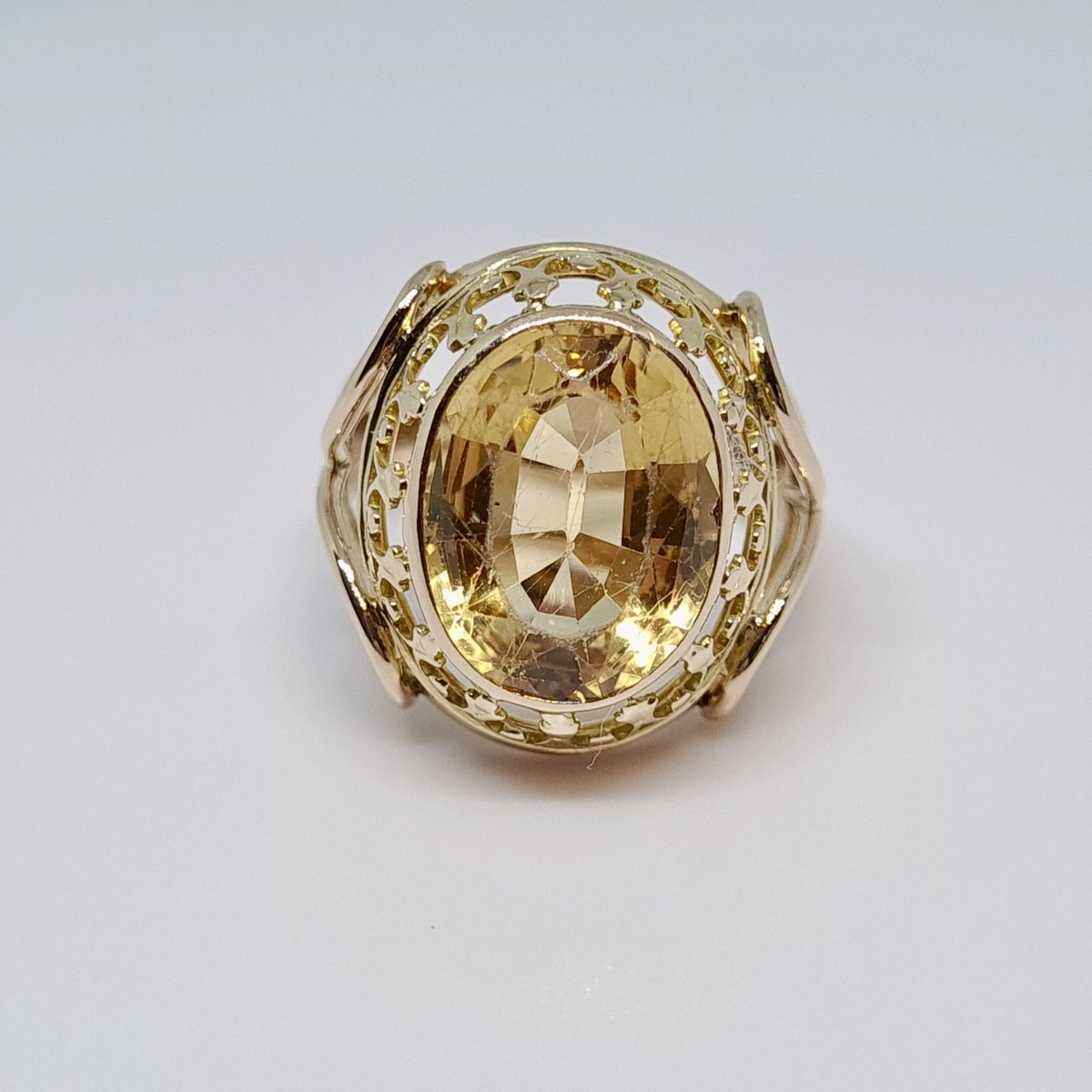 Antique Citrine Ring 4.80 Carats In 18k Yellow Gold 750/1000 5.29 Grams