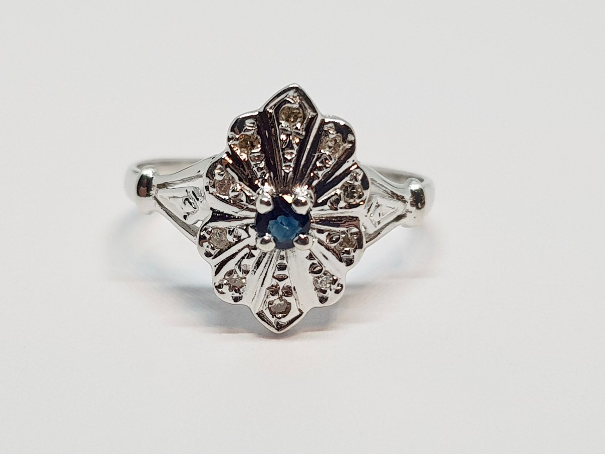 Bague Ancienne Saphir & Diamants En Or Blanc 18 Carats 750/1000 2.41 Grammes