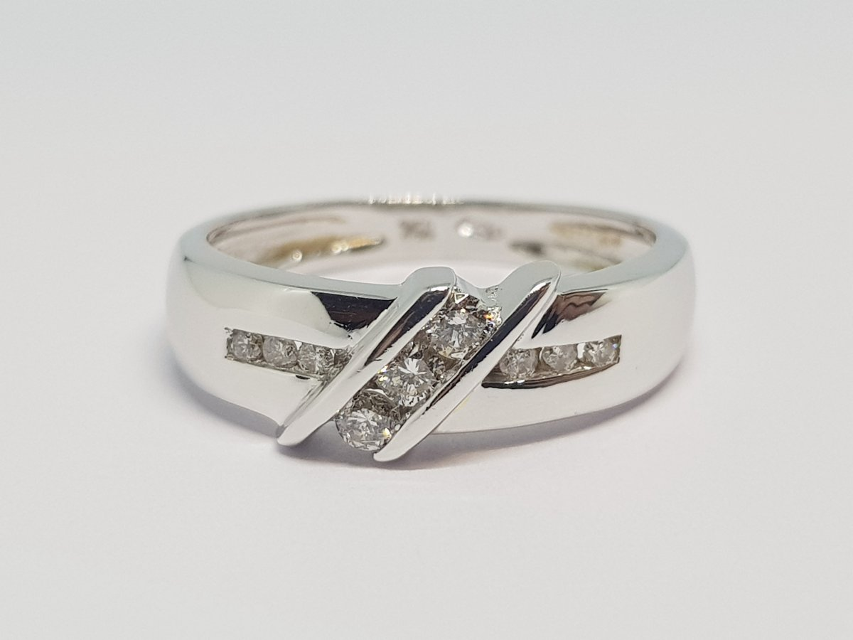 0.15 Carat Diamond Ring In 18k White Gold 750/1000 3.68 Grams
