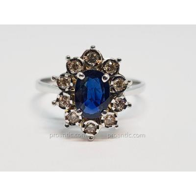 Bague Pompadour Saphir 0.60 Carat & Diamants En Or Blanc 18 Carats 750/1000 3 Grammes