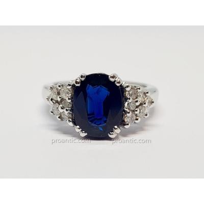 Solitaire Accompagné Saphir 2.60 Carats & Diamants En Or Blanc 18 Carats 750/1000 7.85 Grammes