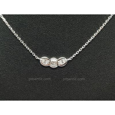 Collier Trilogie En Or Blanc 18 Carats 750/1000 3 Diamants 0.30 Carat 2.98 Grammes 41.5 Cm