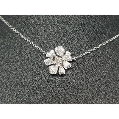 Collier Fleur En Or Blanc 18 Carats 750/1000 Diamants 0.23 Carat 3 Grammes