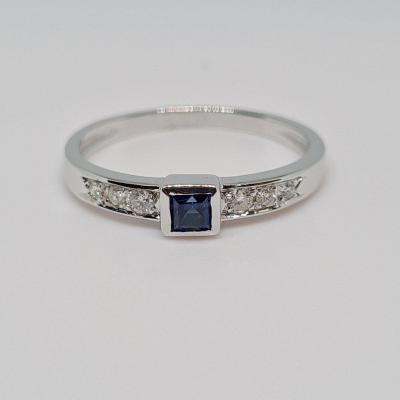 0.10 Carat Sapphire & Diamonds Ring In 18k 750/1000 White Gold 2.06 Grams