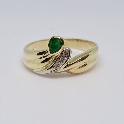 Old Emerald Ring 0.20 Carat & Diamonds 18k Yellow Gold 750/1000 4.07 Grams