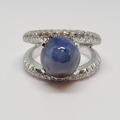 Sapphire Cabochon Ring 4.87 Carats & Diamonds 18 Carat White Gold 9.08 Grams