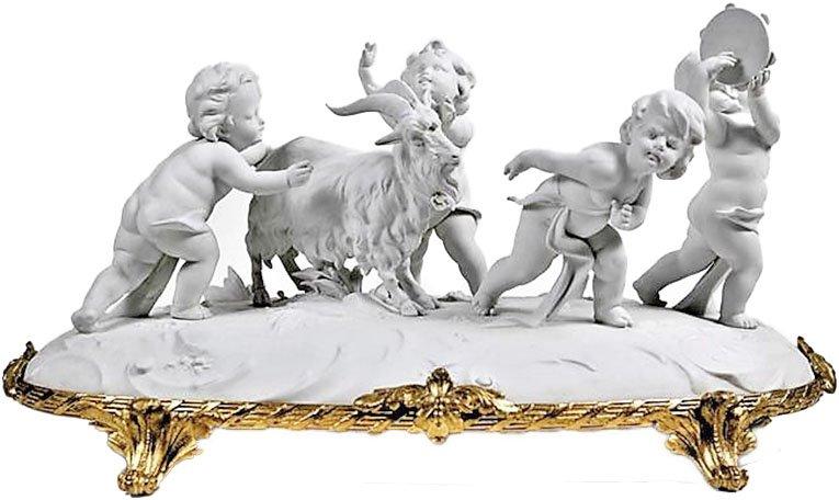 Groupe De Puttis En Porcelaine De Biscuit