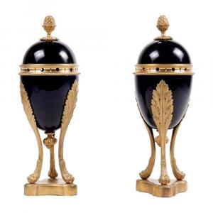 Parfumeurs En Porcelaine De Sèvres