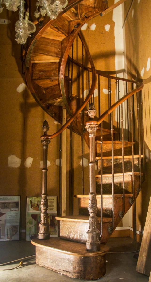 rare escalier colima on noyau creux en ch ne escaliers. Black Bedroom Furniture Sets. Home Design Ideas