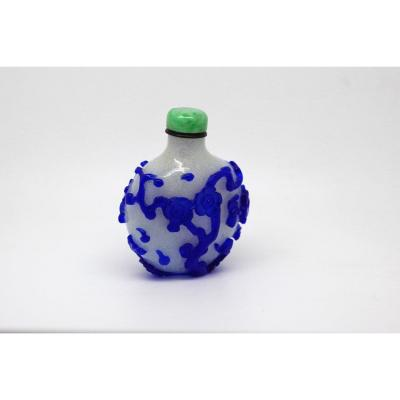 Chinese Snuff Bottle Glass Overlay Blue On White Background Snowflakes, Jadeite Cap, 19th C.