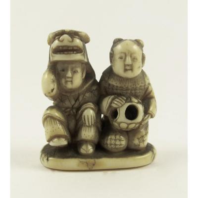 Netsuke In Ivory - Two Children And A Shishimai Mask