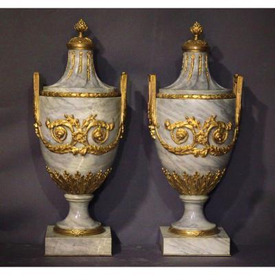 Paire de Pots en Marbre monture bronze H 50 cm
