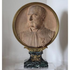 GRAND MEDAILLON EN TERRE CUITE - PORTRAIT D'EDMOND ROUSSE H : 63 cm