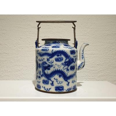 Chine - Verseuse En Porcelaine Bleue Et Blanche