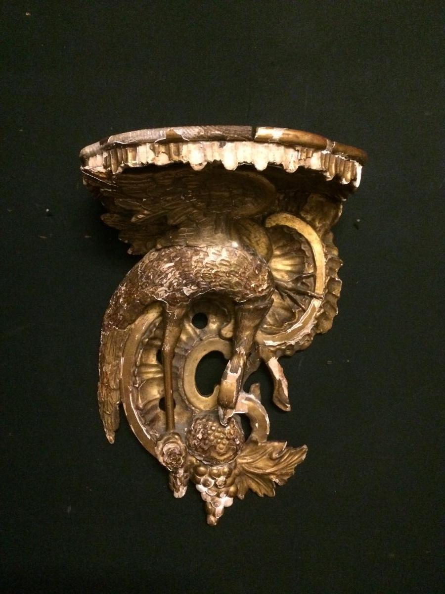 Console d applique en bois doré à décor d'un échassier une grenade époque XVIIIieme