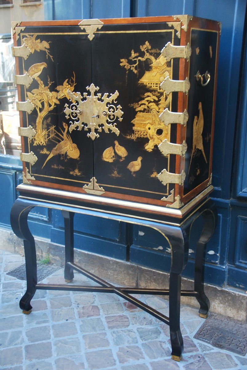 Rare Cabinet In Japanese Lacquer XIX