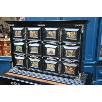 Cabinet  à Plaques De Verres églomisés ,espagne XVII