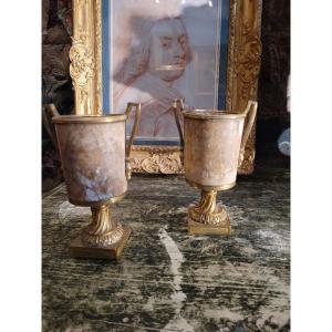 Paire De Vases En Marbre Et Bronze