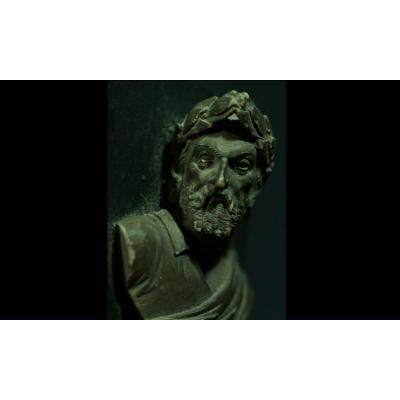 Curieux Buste Romain En Pierre Sculptée.