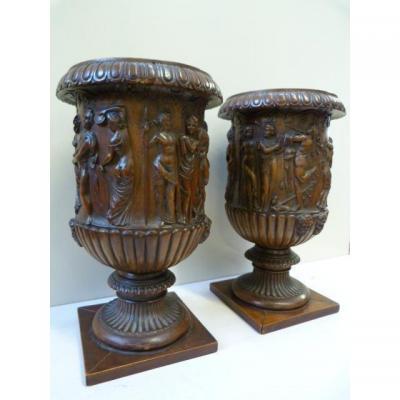 """Paire De Vases """" Medici """" En Noyer très fine Sculpté 19ème."""