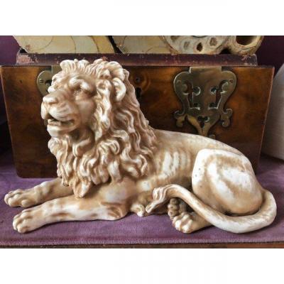 Porcelain Lion Late 19thc.
