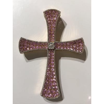 Croix pavée de saphirs roses et diamants
