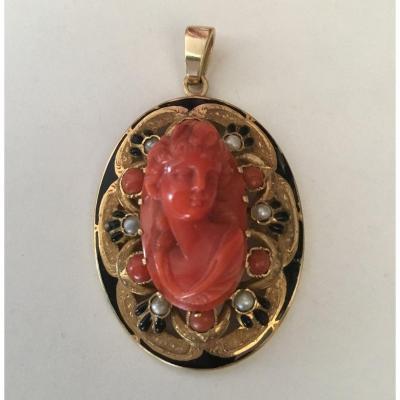 Pendentif or,  corail et perles, époque Napoléon III
