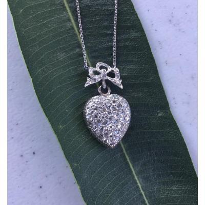 Pendentif et sa chaine, or et diamants