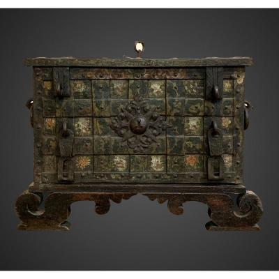 Antique Chest In Iron And Lacquered Wood From The 17th Century