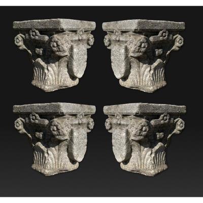 Suite de 4 chapiteaux sculpté du 15ème siècle