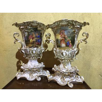 Paire De Vases Charles X En Porcelaine De Paris - Modèle Dit «aux Chinois»