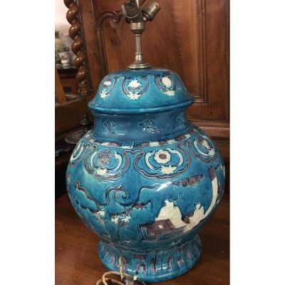 Imposante Lampe en faïence à décor asiatique