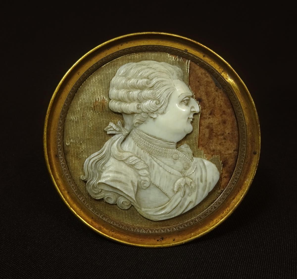 LOUIS XVI ROI de FRANCE, PROFIL MEDAILLON du SOUVERAIN en IVOIRE SCULPTE, XVIIIeme SIECLE