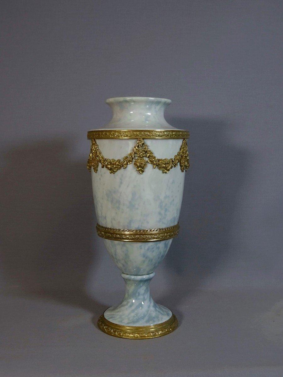 Vase Balustre du 19ème en Porcelaine de Thuringe, Style Louis XVI  à Monture en Bronze, Signé de Karl Enz (Volkstedt-Rudolstadt).