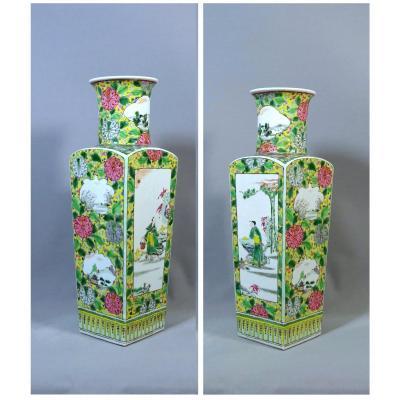 Chine Dynastie Qing,  Paire de Vases Quadrangulaire en Porcelaine de La Famille Rose, Décor Emaux Polychromes