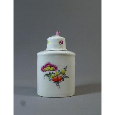 Villeroy Mennecy XVIIIeme Siècle, Flacon Ou Boîte à Thé En Porcelaine Tendre à Décor Floral Peint De Jetés De Fleurs