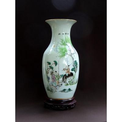 Chine, Important Vase du  XIXème Siècle En Porcelaine,  Orné d'un Décor Peint de Personnages, Bœuf et Poème Calligraphié