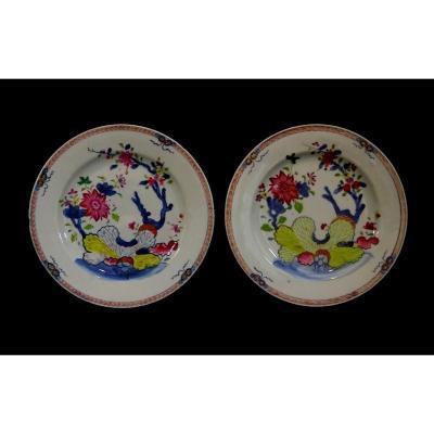 Chine XVIIIeme, Paire d'Assiettes en Porcelaine de La Famille Rose, Epoque Qianlong,  Décor à La Pseudo Feuille de Tabac