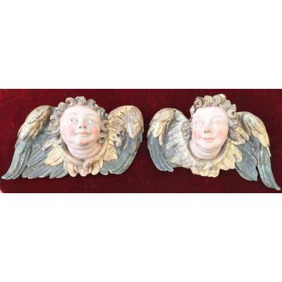 Pair Of Angels Heads In Bas-relief, Carved And Painted Wood, XVIIth Century
