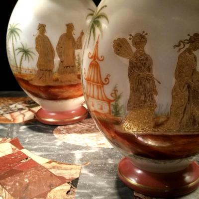 Paire De Vases En Opaline à Décor Japonisant. XIXÈme Siècle.