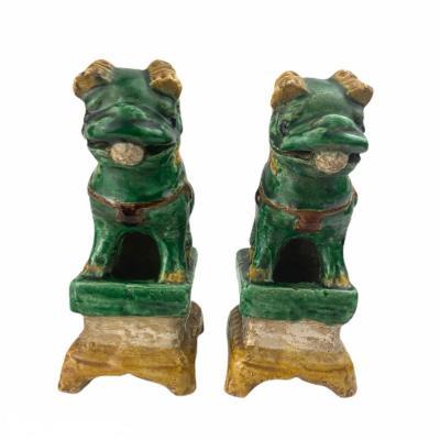 Paire De Chiens De Fô En Céramique Vert Et Ocre Porte-baguettes d'Encens Dynastie Ming