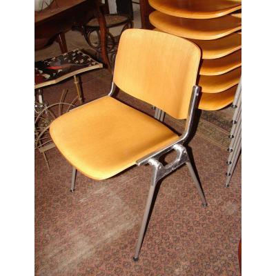 Chaises  1970  plus de 100 chaises disponibles