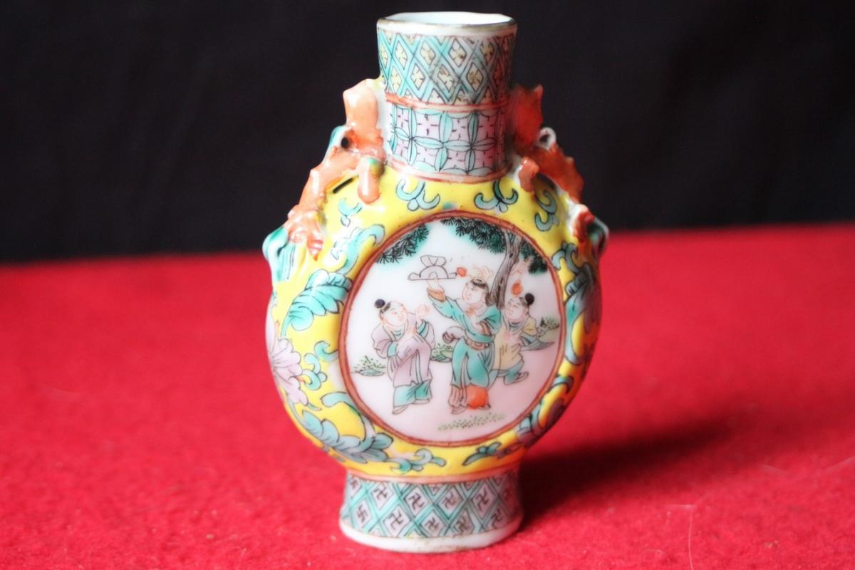 Petit vase gourde en porcelaine de Chine