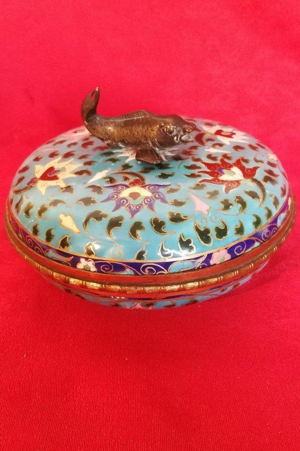 Boîte en porcelaine  montue bronze Chine ?