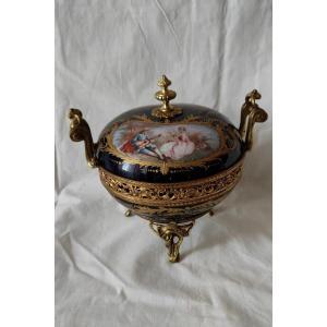 Drageoir en porcelaine de Sèvres