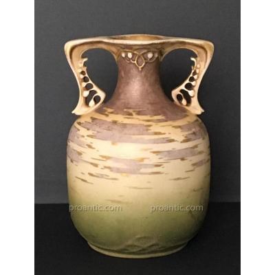Vase en Porcelaine Amphora RStK Turn Teplitz , Circa 1900